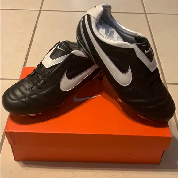 save off 42a10 15ad5 RARE Nike Air Legend II SG soccer cleats